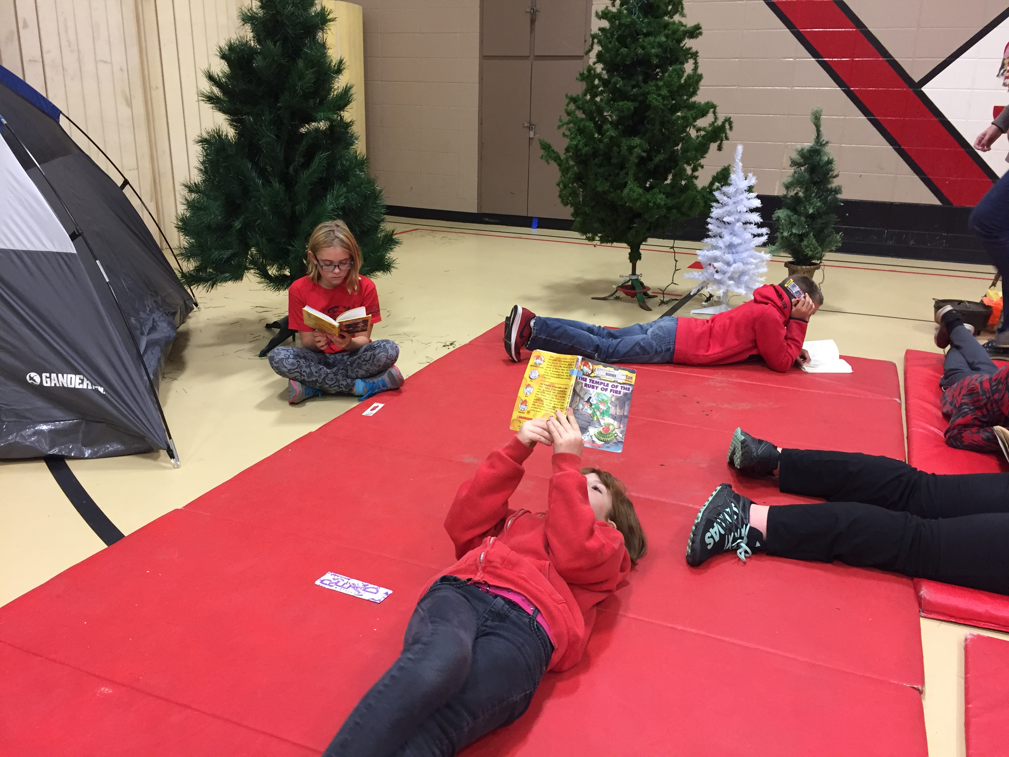 4th grade has TREEmendous readers!