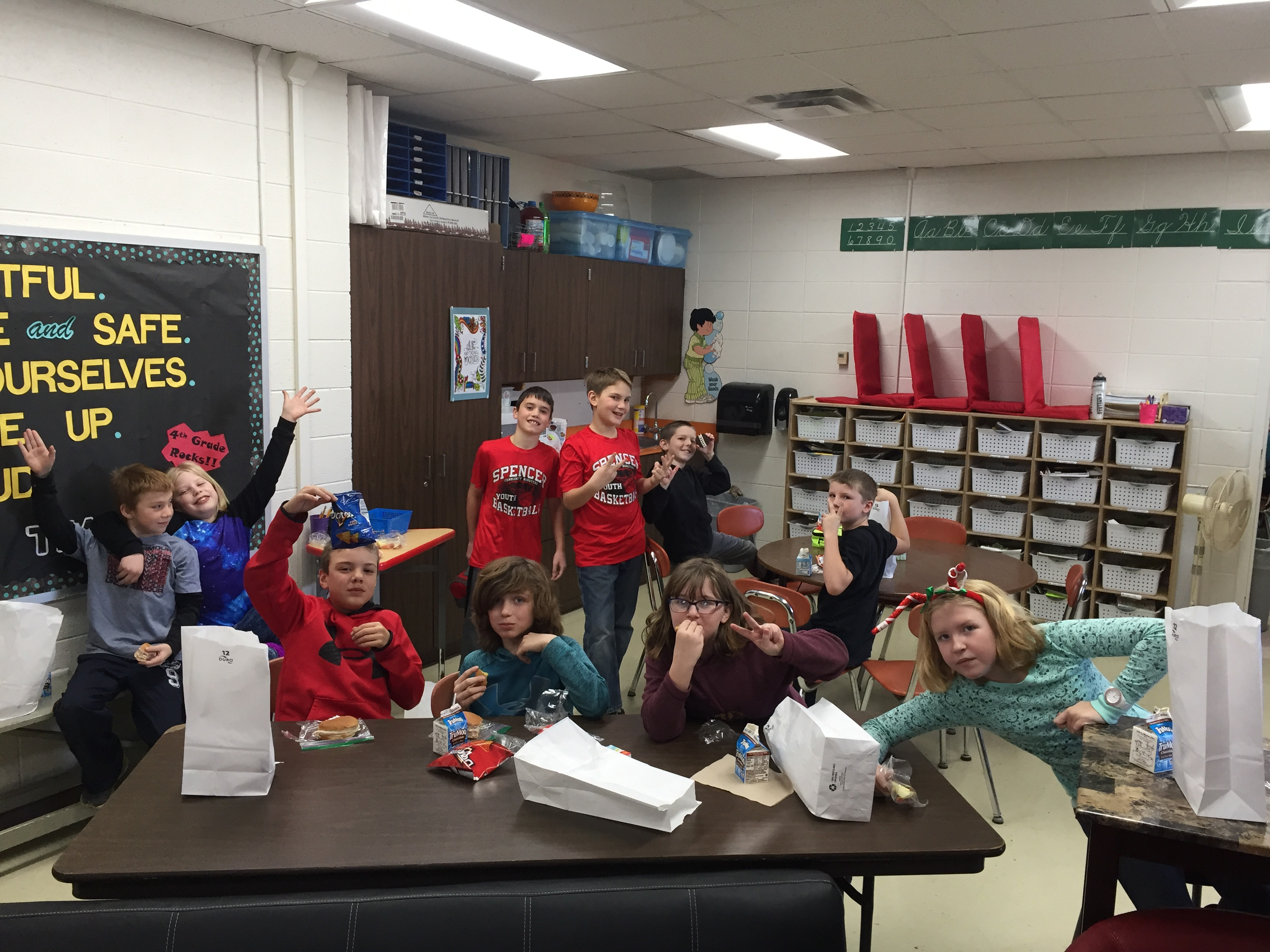 Students enjoyed lunch in the classroom picnic style! :)